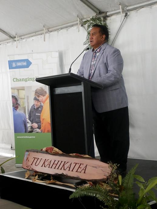 Taku Parai addressing the gathering.