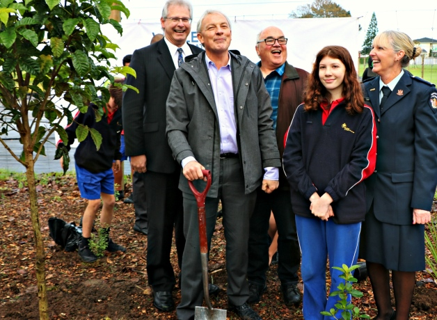 Planting the first of a million trees at the launch. From left, Nigel Davis (Principal of Wesley Intermediate School), Auckland Mayor Phil Goff, Joris de Bres (Director of Trees That Count), Kira Armstrong (Year 8 Wesley Intermediate School), and Jeanette Burns (Department of Corrections Northern Regional Commissioner).