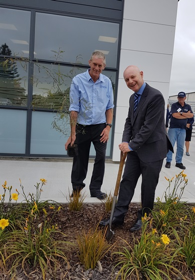 Corrections Chief Executive Ray Smith and Levin Senior Community Work Supervisor David Brownie plant a Kowhai tree to commemorate the opening of the new site.